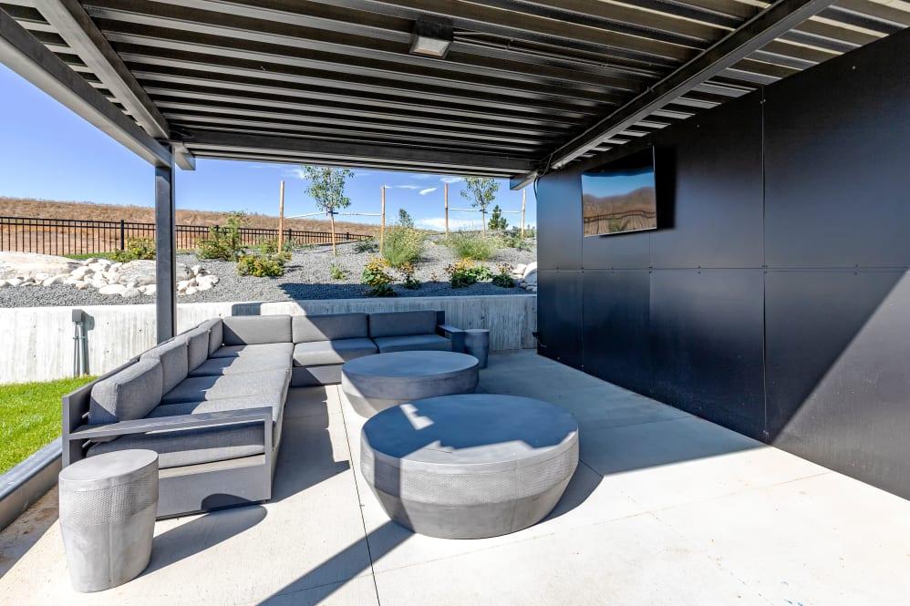 The_Wyatt-pool deck
