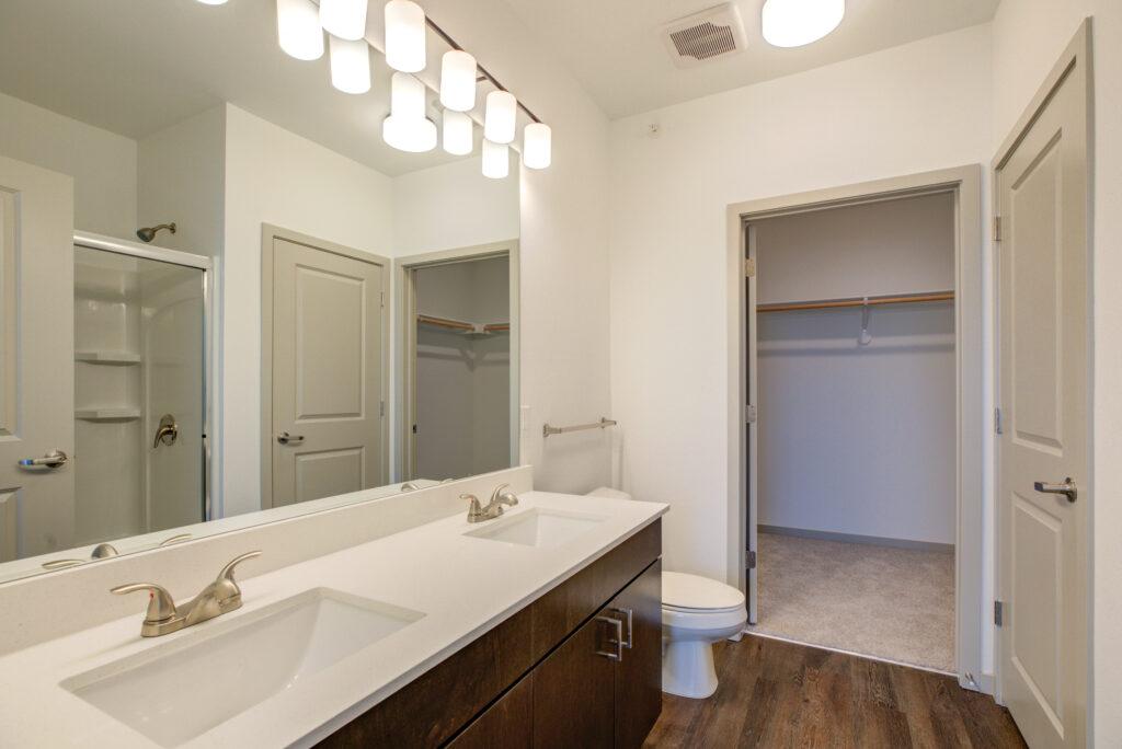 Vue21 PII Sorrento master bathroom